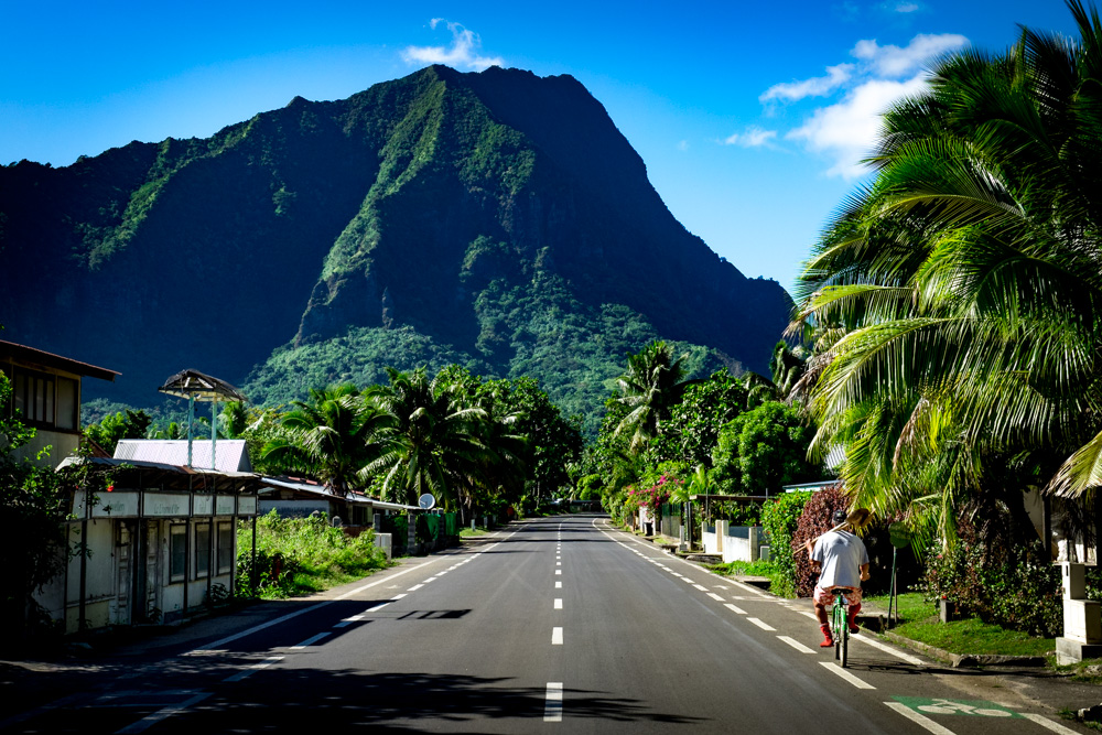 No stress on Moorea, French Polynesia. Exploring by bicycle. Photography.